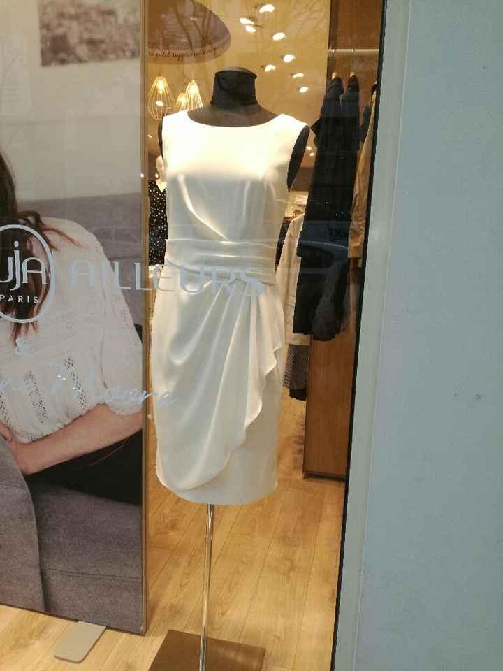 Une jolie robe pour la mairie ou le lendemain - 1