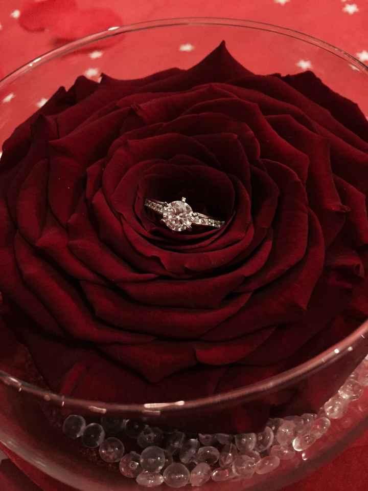 un magnifique solitaire accompagné dans une rose éternel