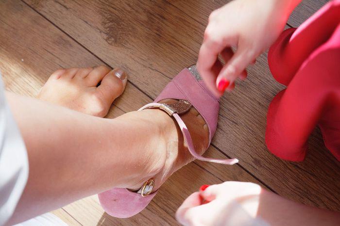 Chaussures Blanches ou Vieux rose, mon coeur balance - 1