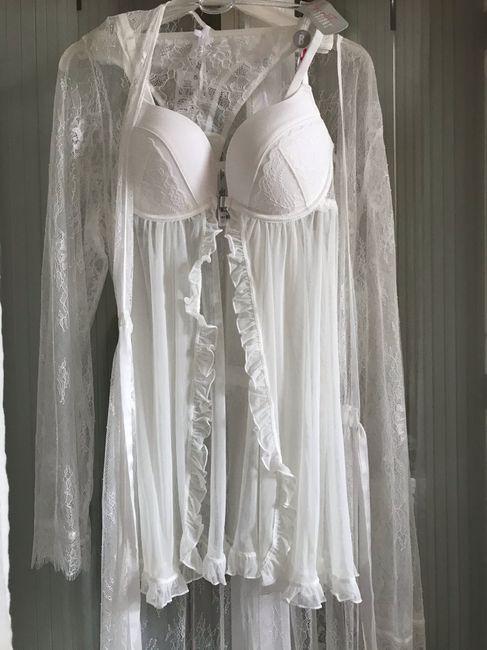 J'ai ma lingerie de nuit de noce et celle de mariage . 1