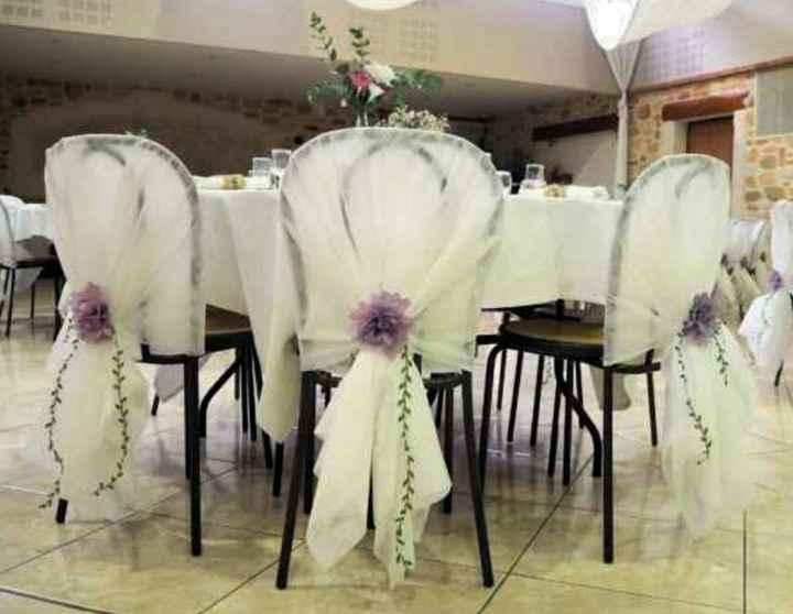 Déco salle des fêtes avec chaises et tables pas très belles - 2