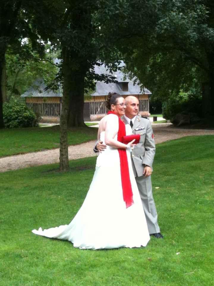 Les mariés de profil au Jardin des plantes à Rouen