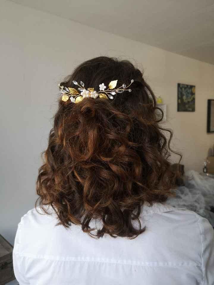 Cheveux naturellement frisés et coiffure - 1