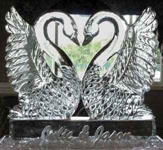 Cygne sculpture