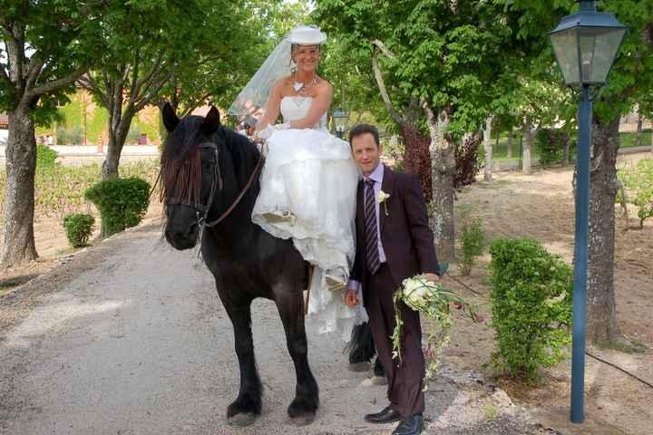 Arrivée à cheval pour la cérémonie