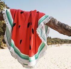 B : une jolie serviette de plage