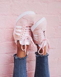C : des baskets confortables