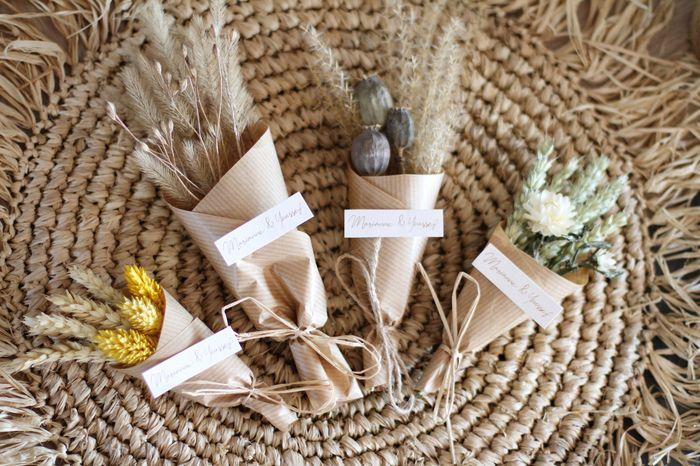 Cadeaux invités magnets en fleurs séchées 4