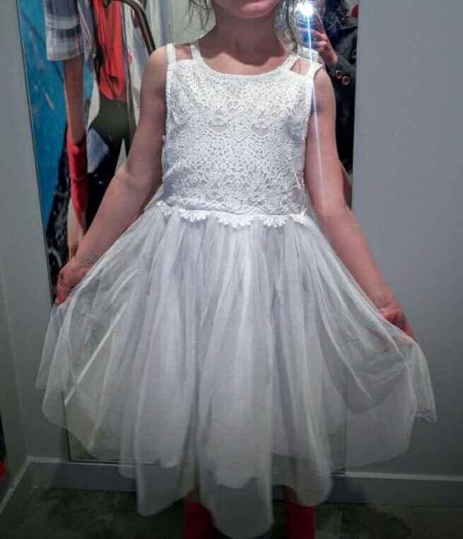 Recherche une robe enfant avec dentelle - 1