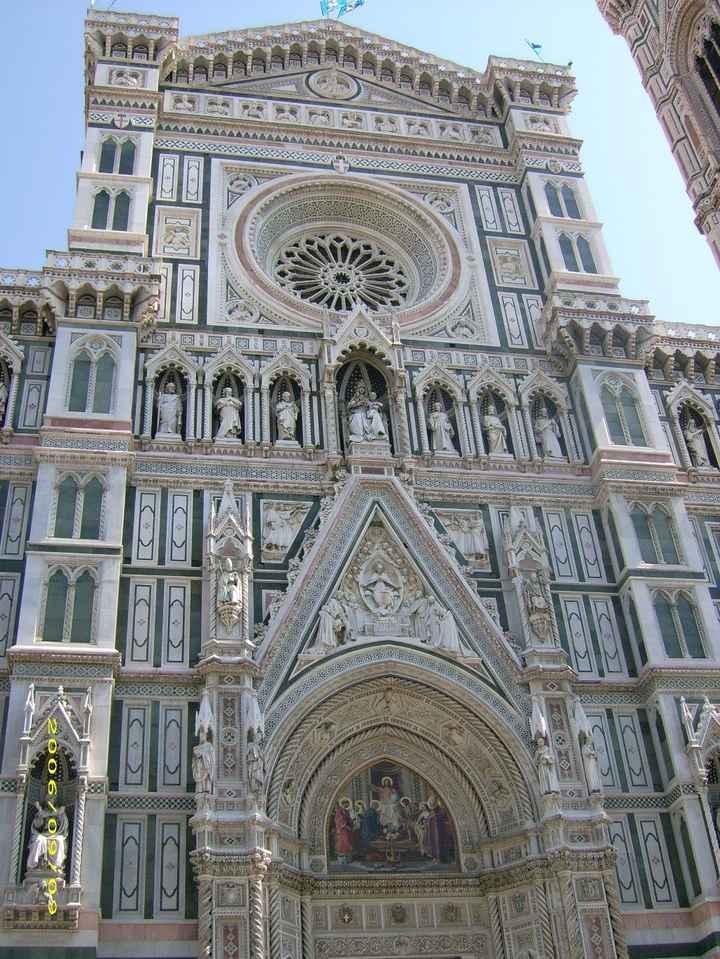 Le style de design des bâtiments sur la place El Duomo