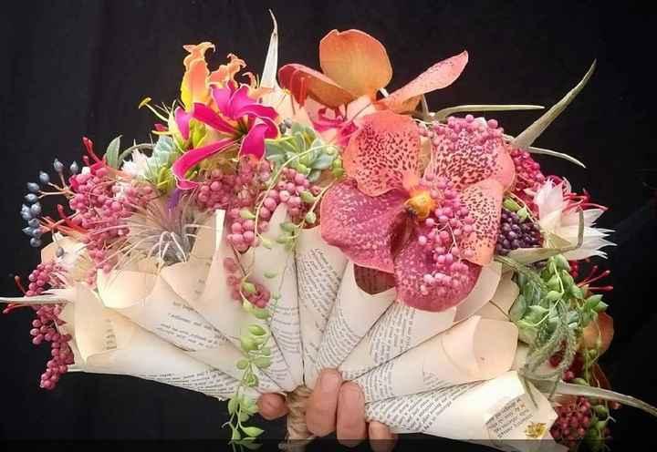 Petit extrait de mon bouquet de fleurs en tissus/papier ! - 1
