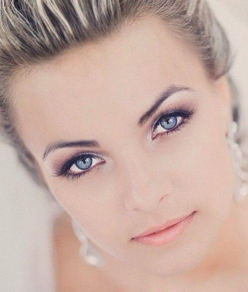 Quel type de maquillage pour une blonde méchée aux yeux bleus ? 1