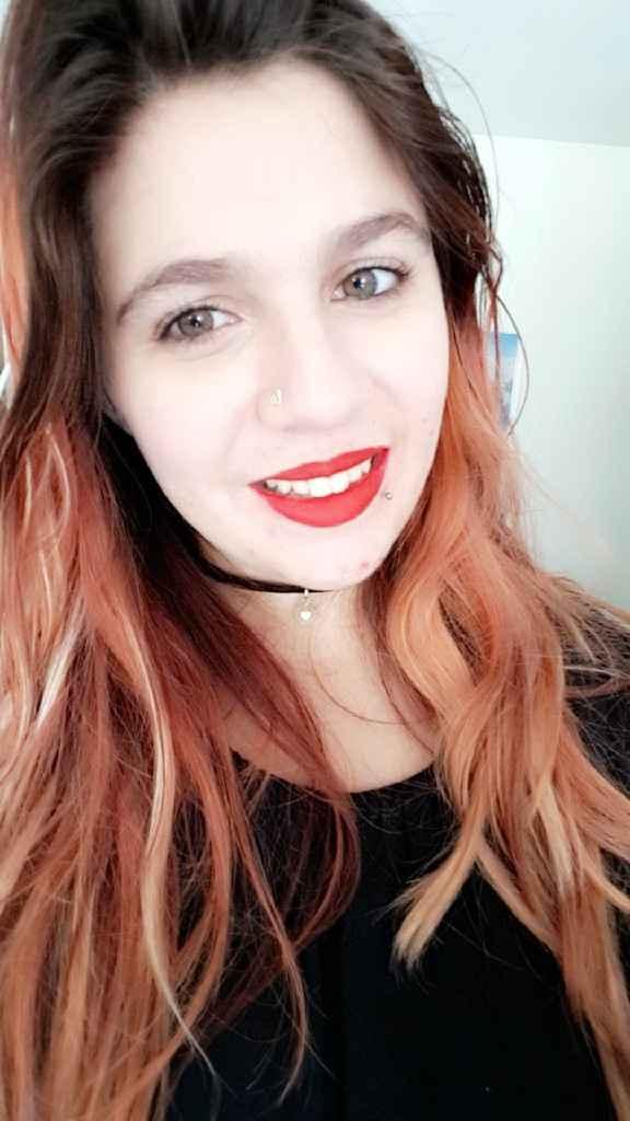 Rouge à lèvre rouge - 1