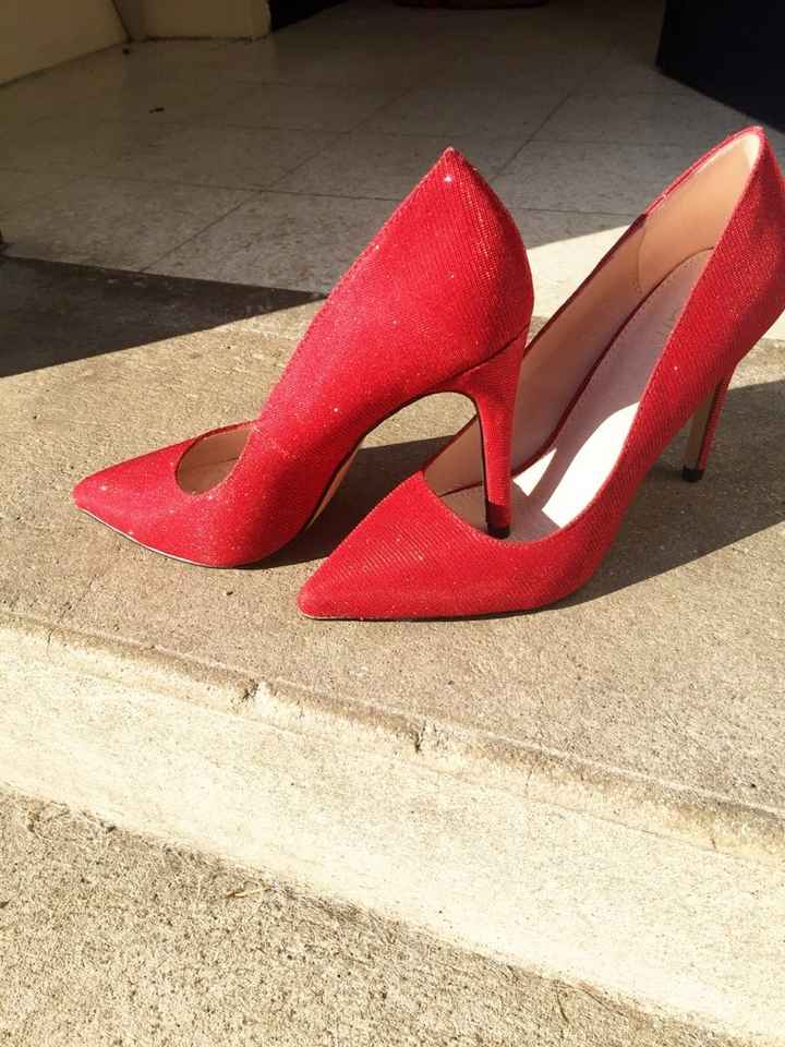 Dilemme chaussures : rouge ou blanche ? - 1
