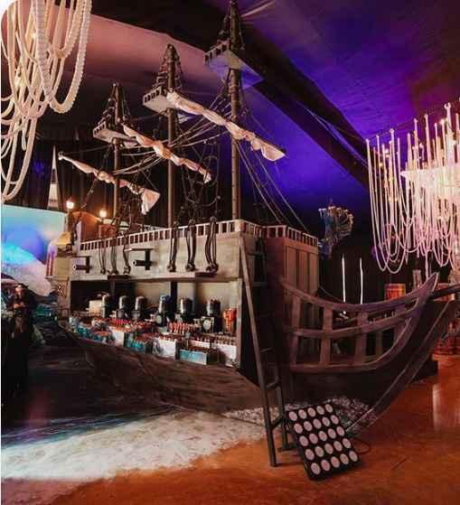 Salle avec bateau