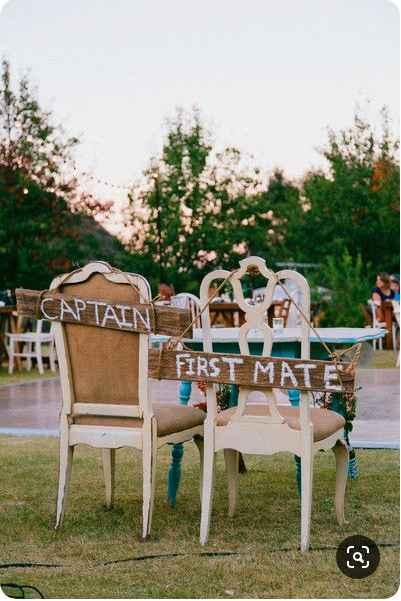 Les chaises de Mme et Mr :