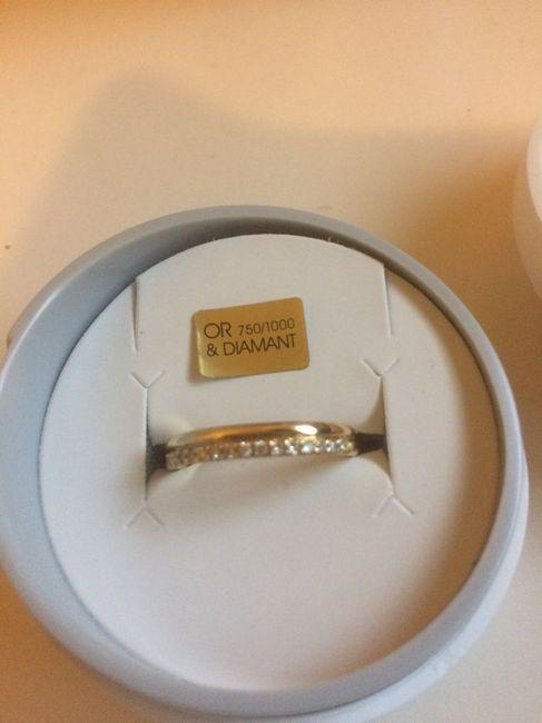 Manège à bijoux: cette bague - 1