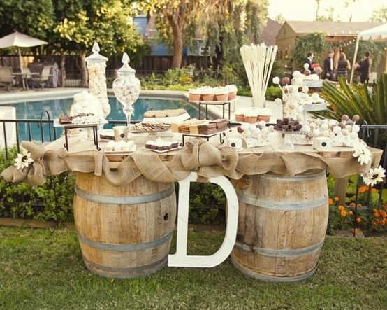 Outdoor Country Wedding Shower Ideas: Décorations Avec Tonneaux De Vin