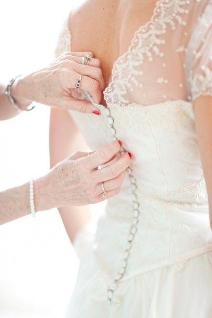Le dos de votre robe : petits boutons ou laçage ?