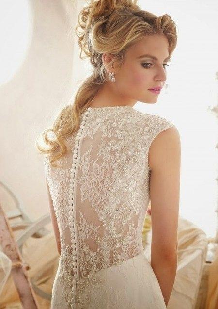 Votez pour votre robe de mariée pailletée préférée parmi 11