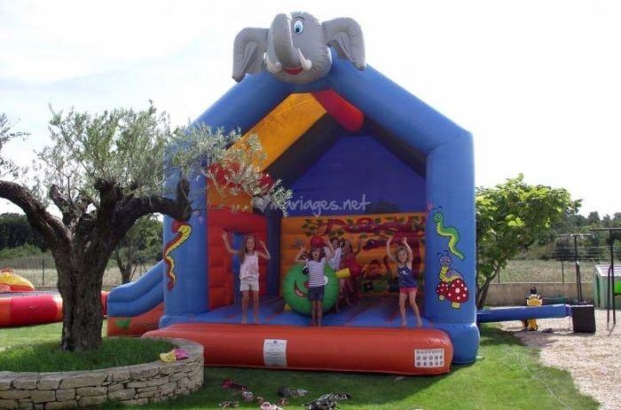 Qui va louer un château gonflable pour les enfants ?