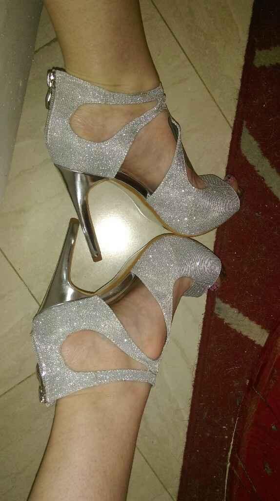 Chaussures argentées ou grises ?  - 1