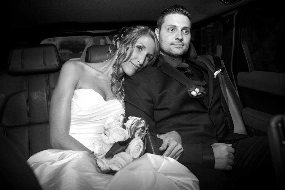 Portrait mariées en voiture