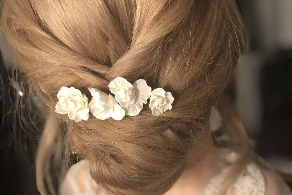 Peigne fleurs blanches