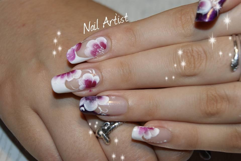 Nail Artist