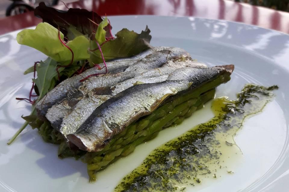 Asperges et sardines marinées