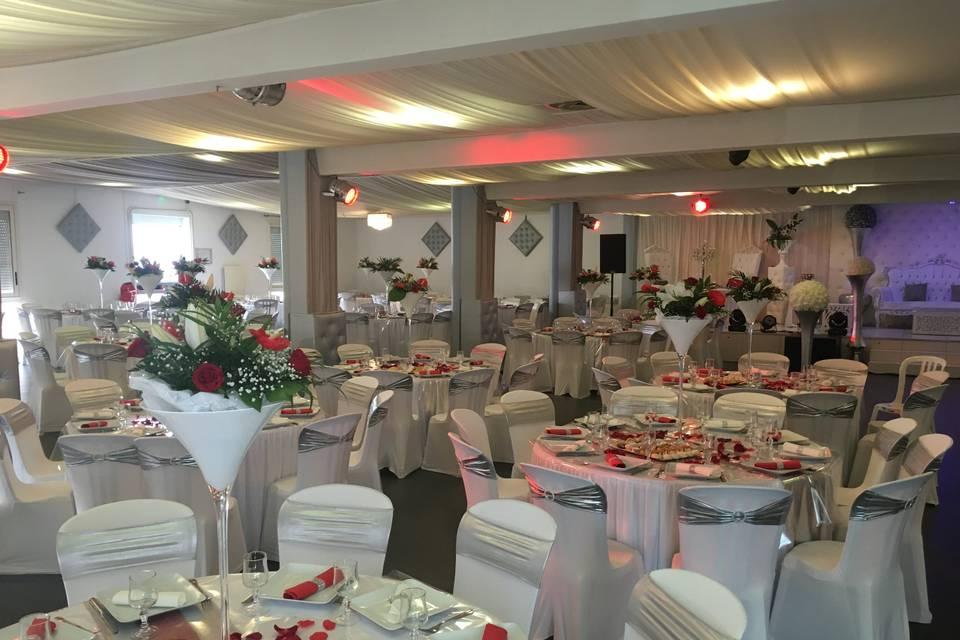 Salle blanc et rouge