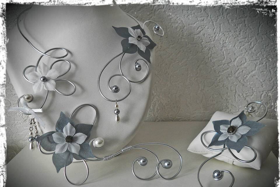 Parure fleurs en soie & perles
