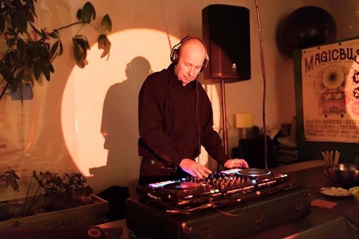 DJ Dennis