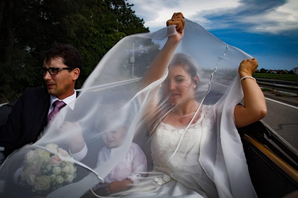 Une mariée dans le vent
