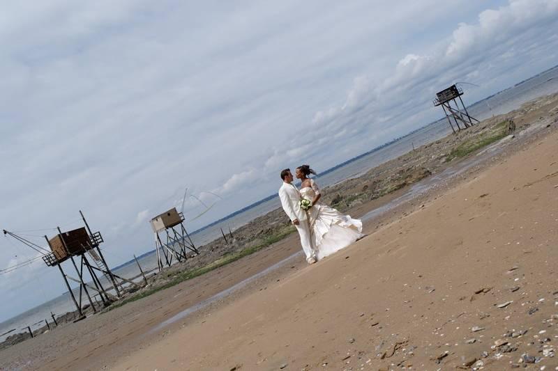 Mariés bord de mer en perspective