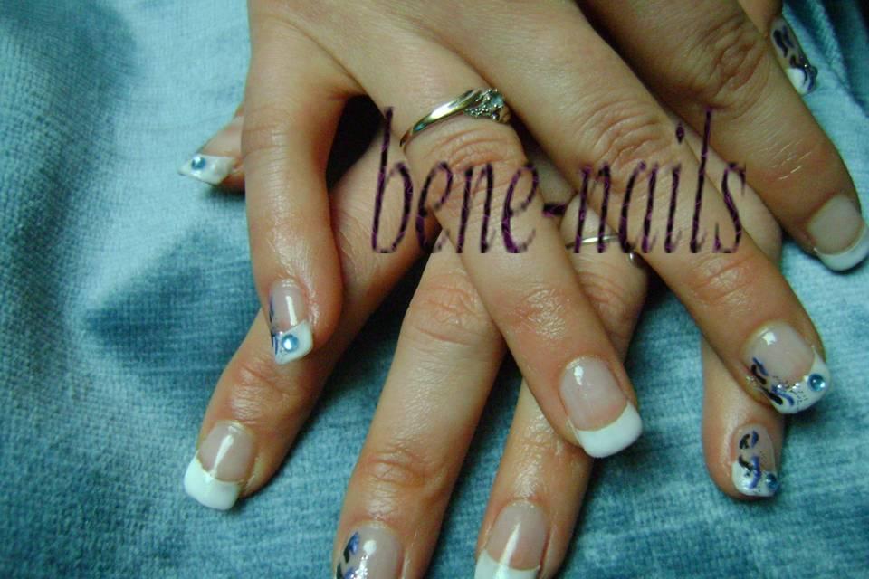 Pose mains motifs bleus