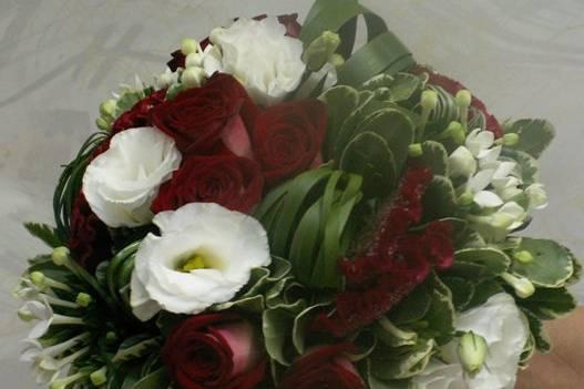 Bouquet rond bordeaux et blanc
