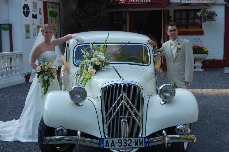 Nous pouvons également décorer votre voiture ainsi que la totalité de votre mariage si vous le souhaitez