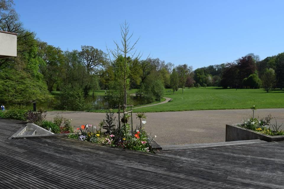 Vue sur le parc depuis la terrasse