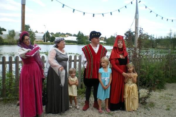 Famille en costumes