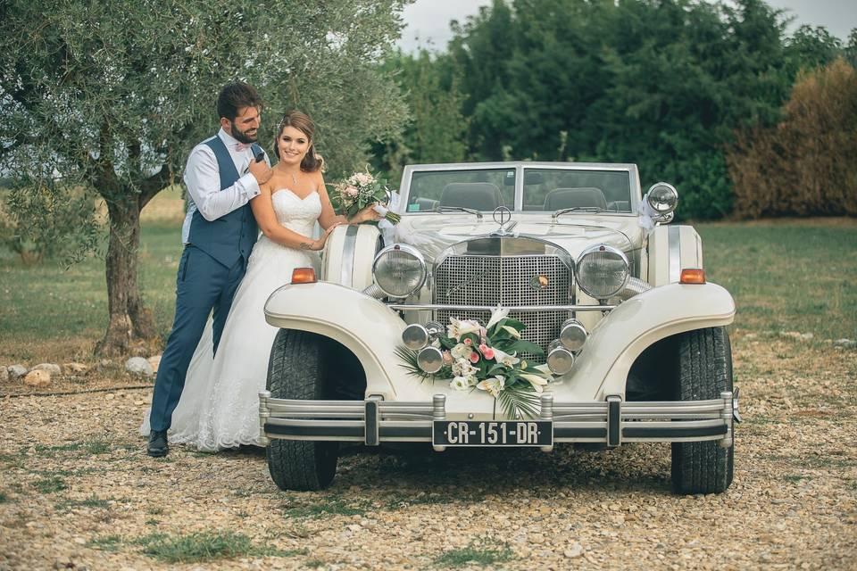 Mariés et voiture