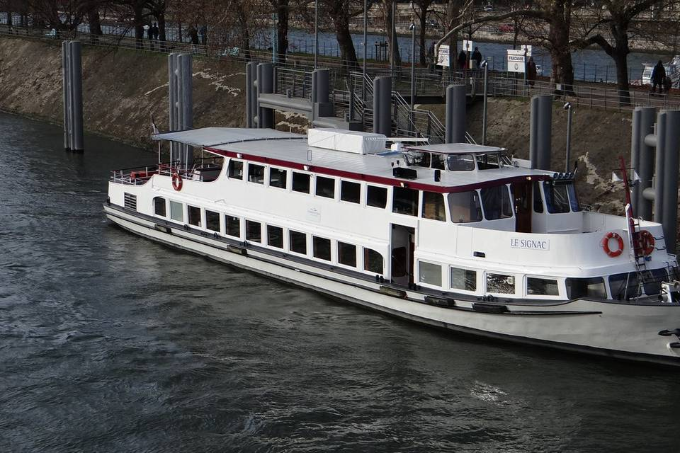 Croisières en Seine, Bateau Naviguant