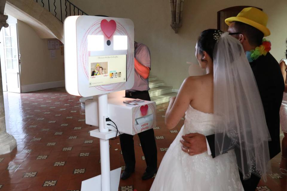 Les mariés aiment la borne