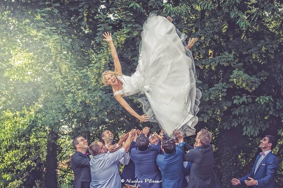 La mariée s'envoie en l air