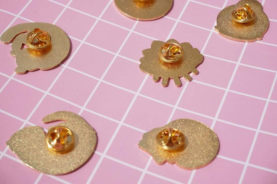 Pin's attache