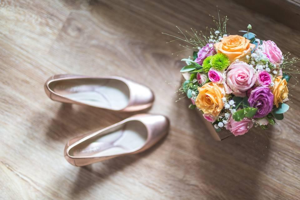 Chaussures et bouquet mariée
